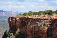 Sedona, Arizona is an outdoor lovers dream spot. Sedona hikes are some of the best and most beautiful hikes you will ever see. Grand Canyon Tours, Grand Canyon National Park, Adventure Tours, Adventure Travel, Sycamore Canyon, Sedona Hikes, Clear Blue Sky, Nature Photos, Travel Usa