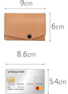 ほぼカードサイズ。なんと約6×9cmの財布 Leather Wallet Pattern, Handmade Leather Wallet, Leather Card Wallet, Leather Gifts, Leather Art, Sewing Leather, Leather Design, Leather Tooling, Leather Diy Crafts