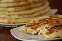 Cheese Naan Plus Vegetarian Grilling, Vegetarian Recipes, Snack Recipes, Cooking Recipes, Pizza Cake, Cuisine Diverse, No Salt Recipes, Snacks, Winter Food
