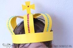 Como hacer una corona de rey Art For Kids, Crafts For Kids, Crown For Kids, Alice In Wonderland Costume, Diy Crown, Little Mermaid Parties, Alphabet Art, Sunday School Crafts, Bible Crafts