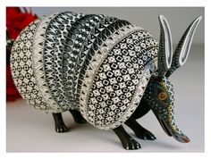 'Armadillo' (Oaxacan wood carving) by Jacobo and Maria Angeles. Armadillo, Paper Mache, Wood Carving, Mammals, Fiber Art, Sculptures, Clay, The Incredibles, Crafts