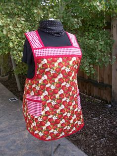 Plus Size Retro Kitchen Apron  Red Apples  by SusiesTieOneOnAprons