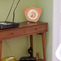 Large 26 inch Hand Made Mid Century style Brass Starburst Sunburst Clock by Royale Seth Thomas style in Sage with Blonde Teak Wood Spokes Sunburst Clock, Mid Century Modern Armchair, Kitchen Wall Clocks, Hand Wax, Mantle Clock, Mid Century Style, Teak Wood, Accent Colors, Pattern Design
