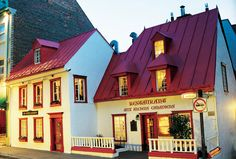 For cool Quebec nights, Aux Anciens Canadiens has warm and deliciously-laden tables.