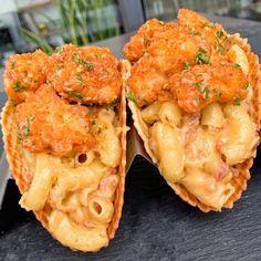 Buffalo Chicken Mac and Cheese tacos I Love Food, Good Food, Yummy Food, Healthy Food, Tasty, Waffle Taco, Comida Disney, Chicken And Waffles, Food Goals