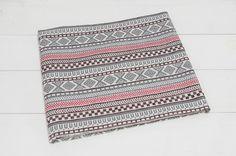 [商品説明]約コットン90%、リネン10%のエスニック柄の生地です。人気のエスニック柄が「カラフル」と「シック」なカラーで登場しました。ジャカード織り特有の凸...|ハンドメイド、手作り、手仕事品の通販・販売・購入ならCreema。