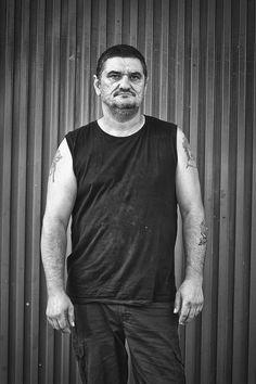 Padre de familia numerosa, vive y trabaja en Marbella.