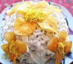 Салат Орхидея  Ингредиенты: 200 г ветчины 100 г соленых грибов 50 г картофельных чипсов 2 шт вареных яйца 100 г моркови по-корейски 150 г твердого тертого сыра майонез чипсы и яйчный желток для украшения  Приготовление: Грибы и ветчину нарежьте тонкой соломкой, яйца натереть на крупной терке, морковь нарезать покороче. Салат выкладывать слоями: сперва морковь, затем грибы, чипсы (раскрошить), следом ветчина, сыр и наконец яйца. Каждый слоя смазывать майонезом, верхний тоже. Из чипсов и…
