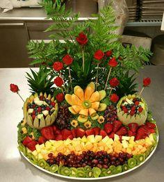 Fruit Platter Designs, Edible Fruit Arrangements, Vegetable Bouquet, Thanksgiving Fruit, Fruit Buffet, Fresh Fruit Cake, Vegetable Carving, Food Carving, Fruit Decorations