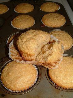 Muffins à l'érable Carnation | Doumdoum se régale Muffin Recipes, Bread Recipes, Cake Recipes, Dessert Recipes, Kinds Of Desserts, Vegan Desserts, Easy Desserts, Muffin Bread, Muffin Top