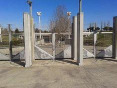 Se trata del auditorio situado en el parque Juan Carlos I de Madrid, el cual se abrió en 1990 y que costó unos 40 millones de euros. Era un lugar de ocio abierto al espectáculo que se usaba usualmente o, al menos, así fue hasta 2008. A partir de ese año el auditorio permanece totalmente cerrado a merced del deterioro provocado por el vandalismo y la falta de uso. Su mantenimiento tiene un coste de 11 000€ anuales. MADRID