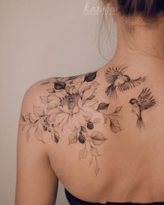 Feminine Shoulder Tattoos, Back Of Shoulder Tattoo, Shoulder Tattoos For Women, Flower Tattoo Shoulder, Back Tattoo Women, Delicate Feminine Tattoos, Feminine Tattoo Sleeves, Classy Tattoos, Pretty Tattoos