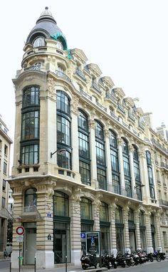 Immeuble typique du sentier, années 20-30, 130, rue Réaumur, Paris II