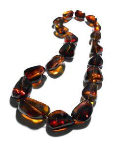 """Exceptional Gem Red Amber Bead Necklace--""""Spirit of the Tiger"""" Verkauft für US$ 13.750 (€12.537) inkl. Zuschlag """""""