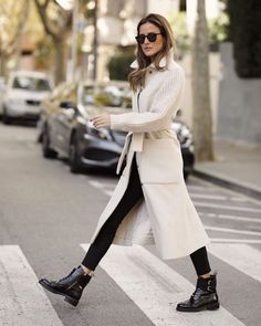 or 7 ? Cream Outfits, Winter Coat Outfits, Edgy Style, Simple Style, Spring Street Style, Mode Inspiration, Fashion 2020, Fashion Quiz, Fashion Styles