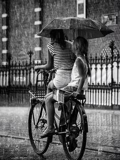 Ride tandem your #bicycle in the rain.