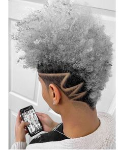 🌹💈🌹~ Whether you like to wear your hair curly and full of natural texture or smooth, styled and straight, a short haircut can make an… Natural Hair Mohawk, Natural Hair Short Cuts, Short Natural Haircuts, Tapered Natural Hair, Short Hair Cuts, Natural Hair Styles, Shaved Side Hairstyles, Funky Hairstyles, Natu Hair