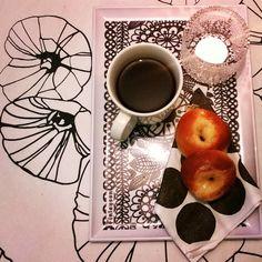 Miten hyvää! So good!  #päiväkahvi #tuorepulla #baking #leivonta #pullantuoksua #voisilmäpulla #buns #timeforcoffee