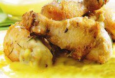 Frango ao molho de laranja Ingredientes Frango 2 colheres (sopa) de óleo 500g de coxa e sobrecoxa de frango 1 cebola média picada 1 colher (sopa) de folhas de alecrim ...