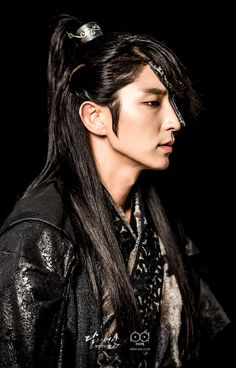 Moon Lovers: Scarlet Heart Ryeo (Hangul: 달의 연인 - 보보경심 려; RR: Dar-ui yeon-in - Bobogyeongsim ryeo) is a South Korean drama based on the Chinese novel Bu Bu Jing Xin by Tong Hua. It began airing on August 29, 2016 on SBS for 20 episodes. During a total eclipse of the sun, a 21st century woman, Ko Ha-jin (IU) is transported back in time to Goryeo Dynasty Korea. 이준기