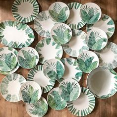 654 mentions J'aime, 57 commentaires - AZarraluqui (andrea zarraluqui) sur Ins. Painted Ceramic Plates, Hand Painted Pottery, Ceramic Tableware, Pottery Painting, Ceramic Clay, Ceramic Painting, Pottery Bowls, Ceramic Pottery, Plate Art