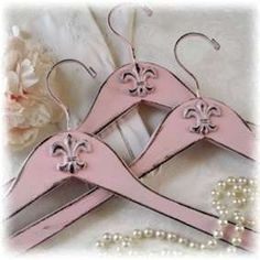Set of 3 Shabby Pink Fleur de Lis Coat by AlicesLookingGlass so pretty Shabby Chic Crafts, Rustic Crafts, Vintage Shabby Chic, Vintage Pink, Upcycled Vintage, Repurposed Items, Vintage Coat, Vintage Style, Manualidades Shabby Chic