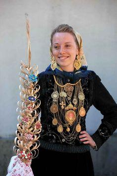 Tribal Costume, Folk Costume, Costumes, Spain And Portugal, Portugal Travel, Mediterranean People, Portuguese Culture, Ukraine, Traditional Fashion