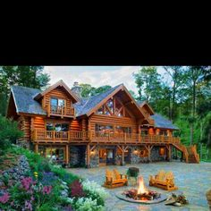 Log cabin or Log house either way it is home. The house built from logs, with the feeling of a cozy, home sweet home feeling. The log cabin goes back into history first generation home building for the frontier shelter. Log Cabin Homes, Log Cabin House Plans, Cabins And Cottages, Cabins In The Woods, My Dream Home, Dream Big, Future House, Beautiful Homes, Beautiful Dream