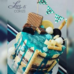 Modrá sladká torta. Moderná, nápaditá, sexy. Autor: Luscakes. Tortyodmamy.sk - Váš svet pečenia.