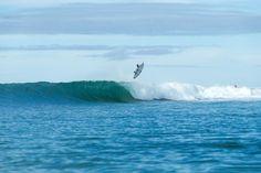 World Surf League: J-Bay Open Round 3 /  Current world champion Gabriel Medina tries aerial for 9.90 / 世界チャンピオンGabriel Medinaが大きなエアリアルを見せ、Round 4へ駒を進めた。