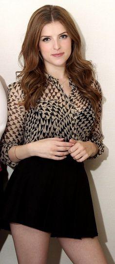Beautiful Anna Kendrick !! Anna Kendrick est une actrice et chanteuse américaine, née le 9 août 1985 à Portland. Elle est révélée durant les années 2000 par la saga Twilight, puis surtout par l'acclamé In the Air, film pour lequel elle est nommée aux Golden Globes et aux ... Wikipédia