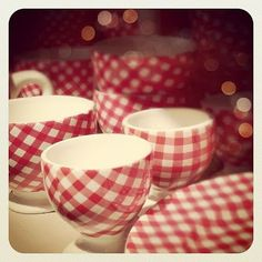 I love red gingham.  These dishes are adorable!