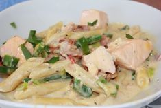 Kremete Laks, bacon og reke pasta | Spiselise Laksa, Recipe Boards, Fish Dishes, Sugar And Spice, Fish And Seafood, Pasta Salad, Risotto, Potato Salad, Nom Nom