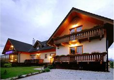 Penzion u Šeliho Velka Lomica Only 9 km away from the Skalnaté Pleso ski resort, this guest house is in the village of Velká Lomnica. Facilities include a café bar and a small spa area with a sauna and hot tub. Small Spa, Cafe Bar, Skiing, Hotels, Mansions, House Styles, Tub, Europe, Travel