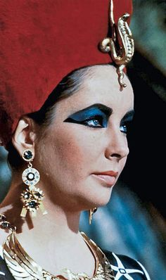 Elizabeth Taylor as Cleopatra - side view