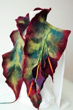 Estola em lã merino extra fina. Shoulder Wrap in extra fine merino wool. http://ideiasdaflora.blogspot.pt/ Flora Silva - Portugal