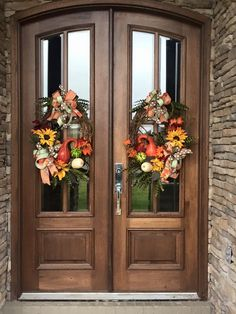 Double door wreaths diy front porches 32 Super ideas doubledoorwreaths Double d… Double Door Design, Front Door Design, Front Door Decor, Front Porch, Door Entry, Entrance Doors, Front Entry, House Front, Double Door Wreaths