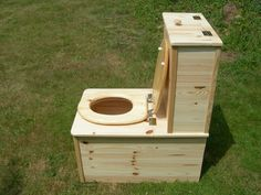 toilette sèche Outdoor Bathrooms, Rustic Bathrooms, Camping Wc, Outhouse Bathroom, Composting Toilet, Hobby Farms, Old Farm, Tiny House Design, Tiny Living