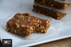 Healthy Snacking: High-Fibre Oat and Almond Bars Healthy Vegan Breakfast, Healthy Foods, High Fibre, Health Bar, Almond Bars, Vegan Recipes, Cooking Recipes, High Fiber Foods, Lightsaber
