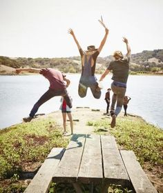 4 ways friendships help you live longer and better