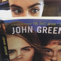 カーラ・デルヴィーニュのインタビューを原作者のジョン・グリーンが擁護!
