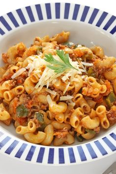 One Pot American Goulash Recipe with Ground Beef, Garlic, Onion, Tomato Sauce, Diced Tomatoes, Italian Seasoning, Bay Leaves, Soy Sauce, and Elbow Macaroni