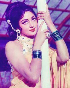 Vintage Bollywood, Indian Bollywood, Bollywood Stars, Bollywood Heroine, Beautiful Bollywood Actress, Beautiful Indian Actress, Beautiful Actresses, Hema Malini, Indian Goddess