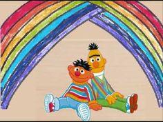 Bert & Ernie - Ik zie een regenboog  Hij gaat van laag tot hoog...