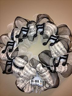 Music wreath for the music lover. I think I'd change the piano for a trumpet! Music Crafts, Music Decor, Wreath Crafts, Diy Wreath, Christmas Wreaths, Christmas Crafts, Christmas Decorations, Deco Mesh Wreaths, Door Wreaths