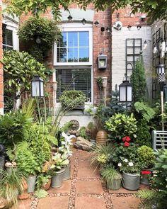 Small Courtyard Gardens, Small Backyard Gardens, Small Backyard Landscaping, Rustic Gardens, Small Gardens, Outdoor Gardens, Backyard Ideas, Small Garden Spaces, Courtyard Landscaping