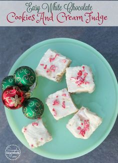 This easy recipe for White Chocolate cookies and cream fudge is no bake, has only 3 ingredients and has a 10 minute hands on prep time. Great for last minute Christmas gifts. It's a yummy Christmas candy. Easy Gluten Free Desserts, Gluten Free Cookie Recipes, Desserts To Make, Delicious Desserts, Christmas Fudge, Christmas Candy, Christmas Gifts, Christmas Recipes, Christmas Ideas