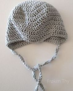 Jeg har luret på en del opskrifter på hæklede djævlehuer, så jeg kunne flække en sammen til den kommende lillebror, men der har hver gang ... Baby Vest, Newborn Crochet, Crochet For Kids, Crochet Yarn, Baby Knitting, Winter Hats, Elsa, Children, Pattern