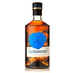 La Hechicera Colombian Rum | La Hechicera, che in spagnolo significa l'incantatrice, rappresenta la bellezza seducente e l'esuberanza della biodiversità della costa colombiana. Dopo un'attenta selezione del distillato base i rum vengono fatti maturare a Barranquilla, sulla costa Colombiana, con metodo Solera e costantemente controllati dal Maestros Roneros Giraldo Mituoka. Giraldo, cubano di nascita, ha iniziato la sua carriera come raccoglitore di canna da zucchero a Cuba durante la…