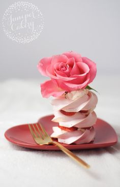 Valentine pavlova recipe by Juniper Cakery